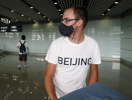 American cyclist, Bobby Lea, arrives in Beijing wearing face mask and 'Beijing' t-shirt
