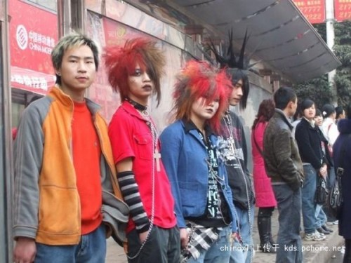 More fei zhu liu guys with crazy hairstyles.