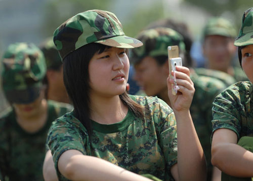 Chinese netizens talk about pictures showing post-90s generation Chinese students during military training, comparing their behavior to previous generations.