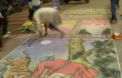 One legged handicap crawls around to make his art in Guiyang.