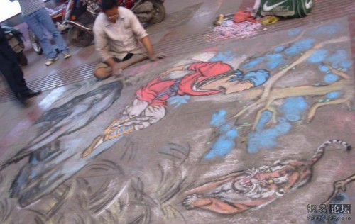 Lame and handicapped, Guiyang man creates art for pedestrians.