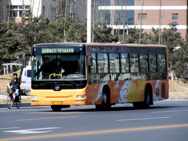 A Tangshan, China bus driver was beaten to death after traffic accident with two men in a Toyota Prado SUV. Tangshan bus drivers on strike demanding justice.
