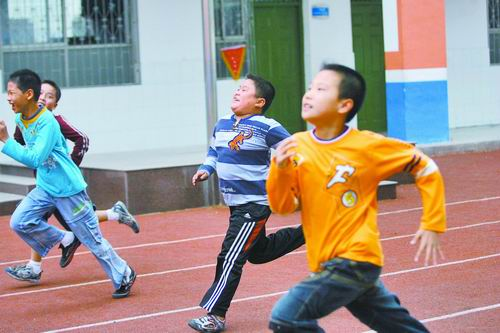 China's education department is requiring Chinese students to run 1000-2000m every day throughout the next semester to celebrate China's 60 year anniversary.