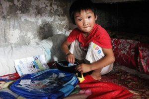 china-shanghai-chongming-poor-migrant-worker-children-life-01