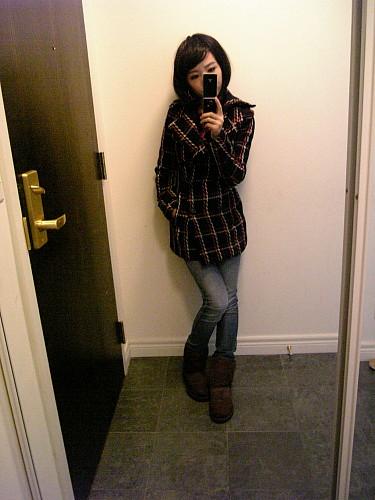 陶瓷c in Ksubi jeans, Sly coat, and Ugg shoes.