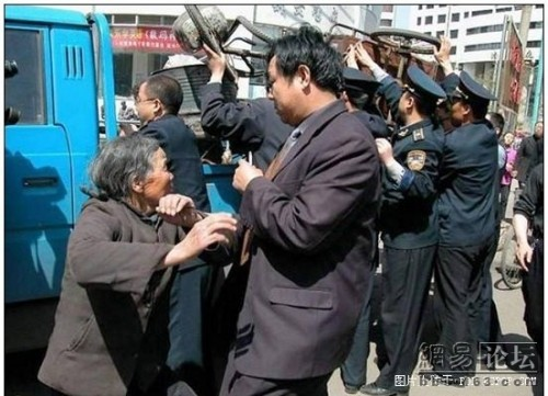 City management fight with poor people in China.