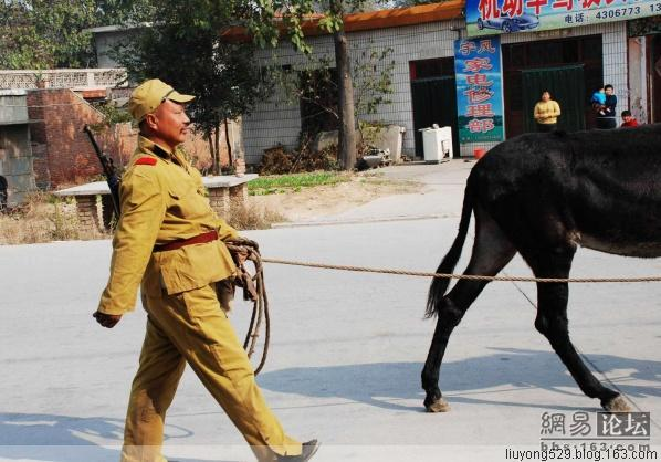 This publicity stunt involved Chinese actors pretending to be World War 2 Japanese soldiers riding donkeys through the public streets of China.