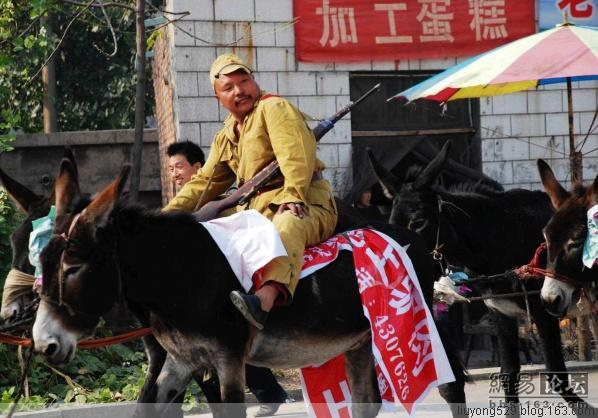 An owner tries to get publicity for his donkey meat store by hiring some people to wear Japanese soldier uniforms and parading around on donkeys in Henan China.
