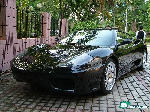 Does this Mop user really own this Ferrari?