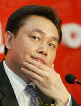 Chinese react to Huang Guangyu, Gome appliance retailer founder and China's 2008 richest man, being arrested & investigated for stock market manipulation.
