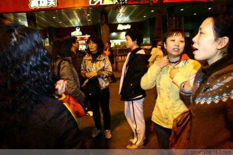 晚上9:30分,猫友们在广州火车站聚集。