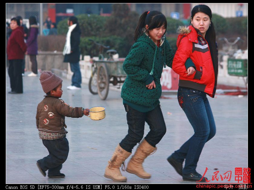 Netizens discuss pictures of a cute little Chinese boy only a few years old begging for money on the streets of China. Do people use sympathy to make money?