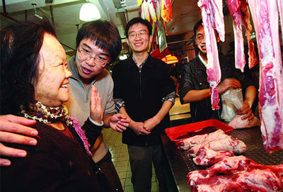 Three graduate students in China are promoting pork.