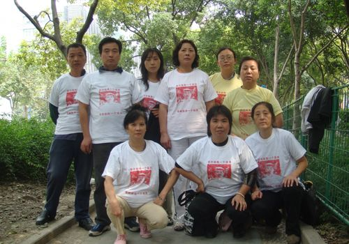 Chinese citizens wearing Yang Jia t-shirts to protest unjust treatment by police and government authorities.