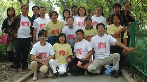 Yang Jia t-shirts worn by Chinese people protesting unjust police and government behavior.