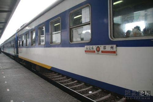 A Chinese train leaving Dongguan.