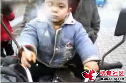 2-year-old-chinese-child-smokes-03