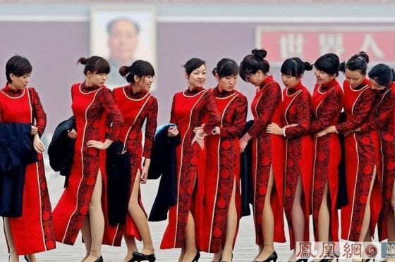 Pictures of the ceremonial girls for the 2008 China NPC and CPPCC sessions. Netizens judge their beauty and why the government wastes tax money on these girls.