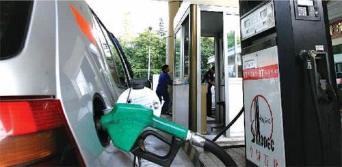 china-pumping-gasoline-01