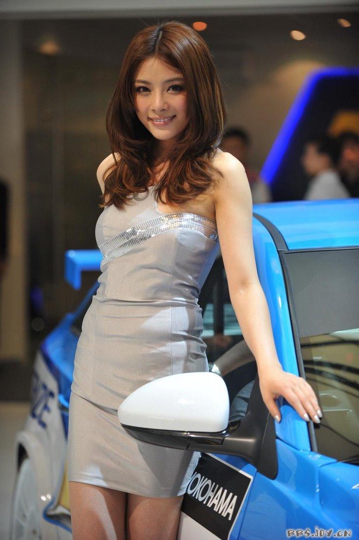 2009-shanghai-car-show-models-41.jpg