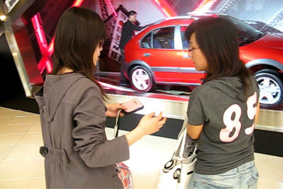 Chinese netizens uncover the identity of a girl filmed at the Shanghai Auto Show carrying a bag of money & giving