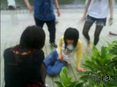 guangdong-girls-teen-beating-kicking-07