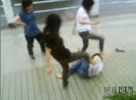 guangdong-girls-teen-beating-kicking-08