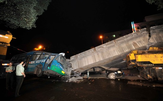 hunan-china-elevated-road-collapses-crushes-rush-hour-traffic-14