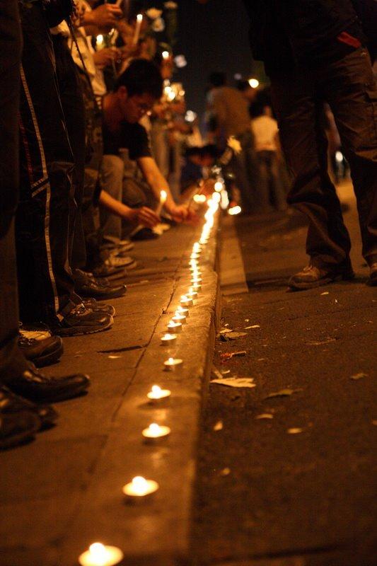 zhejiang-university-candlelight-vigil-05