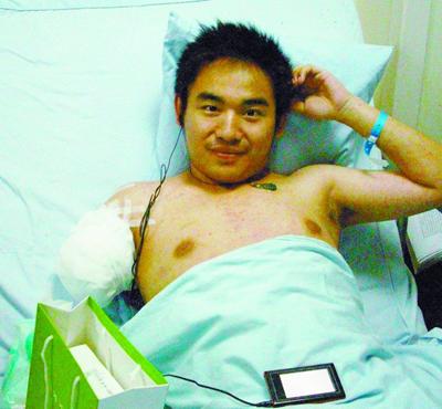 sichuan-earthquake-coke-boy-hospital