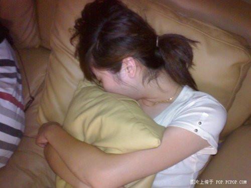 china-chinese-sleeping-in-internet-bar-11