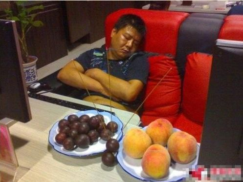 china-chinese-sleeping-in-internet-bar-13