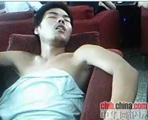 china-chinese-sleeping-in-internet-bar-14