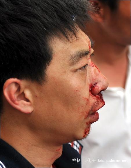 shanghai-nanjing-road-pedestrian-street-fight-10