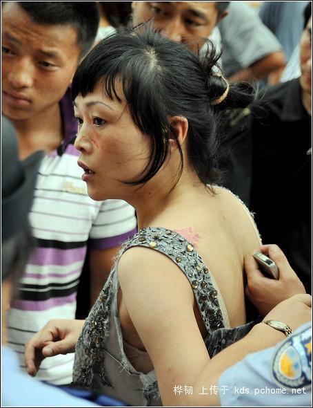 shanghai-nanjing-road-pedestrian-street-fight-12