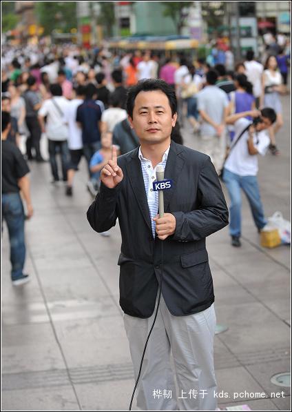 shanghai-nanjing-road-pedestrian-street-fight-14