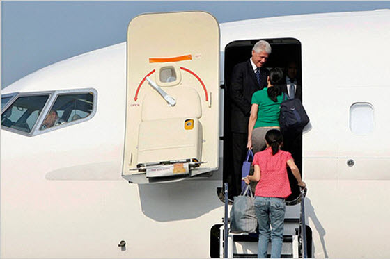 Chinese netizens react admiringly to the United States sending former president Bill Clinton to North Korea to bring journalists Laura Ling and Euna Lee home.
