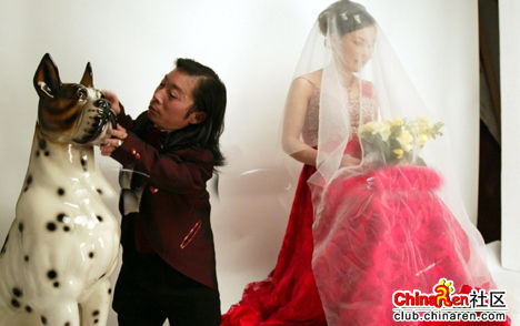 chinese-midget-groom-marriage-wedding-photos-01