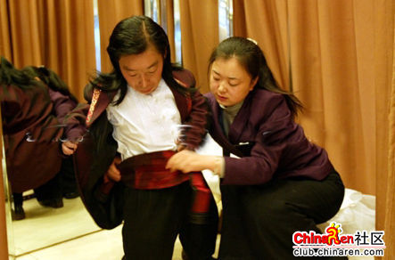 chinese-midget-groom-marriage-wedding-photos-03