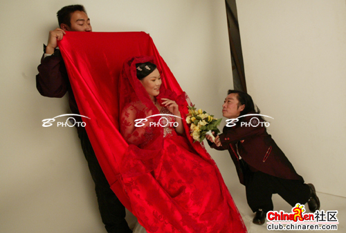 chinese-midget-groom-marriage-wedding-photos-08