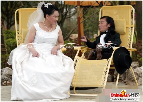 chinese-midget-groom-marriage-wedding-photos-14