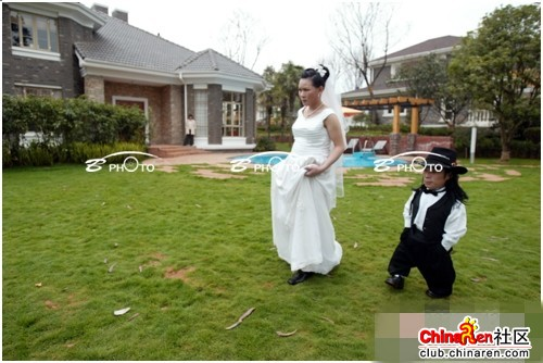 chinese-midget-groom-marriage-wedding-photos-15