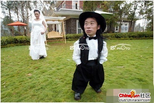 chinese-midget-groom-marriage-wedding-photos-18