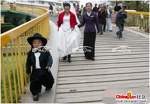 chinese-midget-groom-marriage-wedding-photos-20