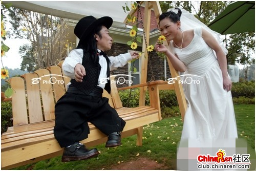 chinese-midget-groom-marriage-wedding-photos-22