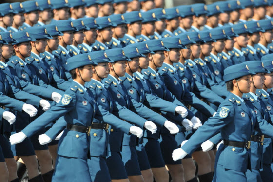 Chinese netizens express anger & dissatisfaction with CCTV's broadcast of the 2009 PRC 60th Anniversary National Day military parade, compared to 1999's parade.