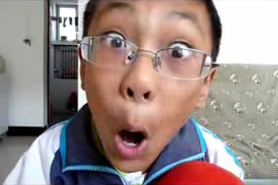 Viral video of a little Chinese boy lip syncing and making funny faces to a Michael Jackson song. Some China netizens think he is cute & funny, others annoyed.