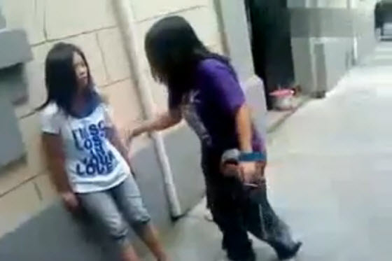 Video of a schoolgirl beating in Shanghai, China. The victim looks like a middle schooler. A human flesh search by angry Chinese netizens identify the attacker.