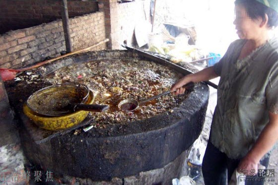 Chinese netizens disgusted & outraged by unscrupulous people in Wuhan collecting discarded food waste (slop or swill) & reselling the recycled used cooking oil.