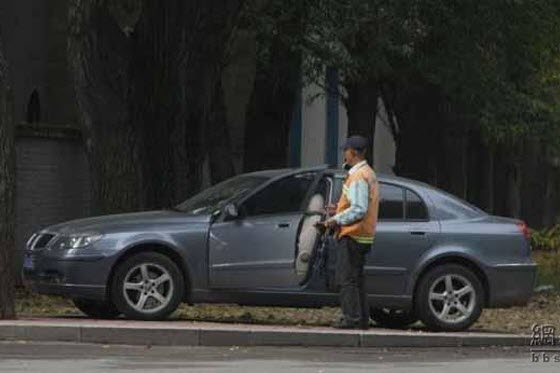 Chinese netizens discover a 59-year-old man who has worked for the public sanitation department his entire life now driving a new car to work sweeping streets.